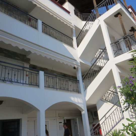 http://www.andromeda-sarti.com/wp-content/uploads/2016/02/Apartmany_dovolenka_grecko_sarti_6-540x540.jpg